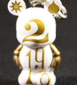 Vinylmation, Jr. Series 4 (It's A Small World), Clock Number (Chaser)